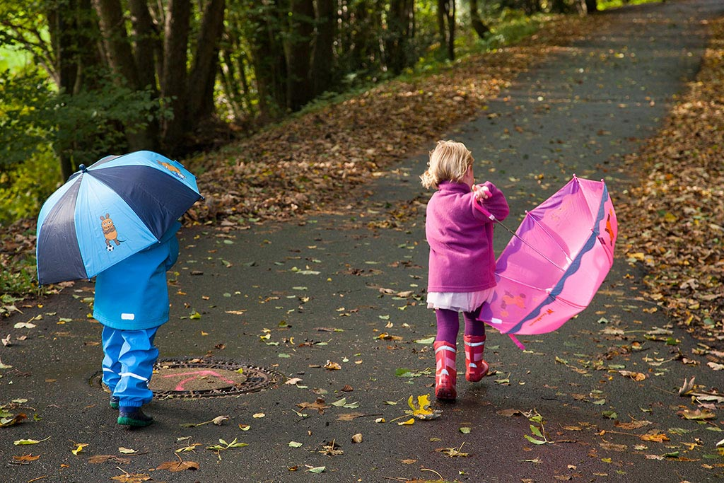 Carina Rosen Fotograf Lohmar Kinderfotografie Kinder Köln Regenschirm Herbst