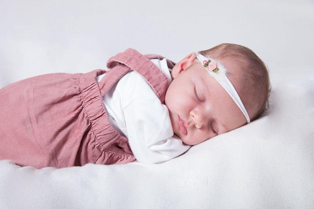 Carina-Rosen-Fotografin-Lohmar-Kinderfotografie-Kinder-BabyfotografinKoeln-Köln-Neugeborene
