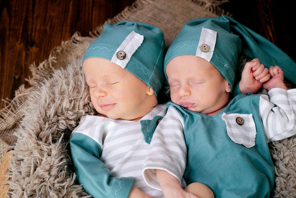 Neugeborene Zwillingsjungs in Lohmar bei Carina Rosen
