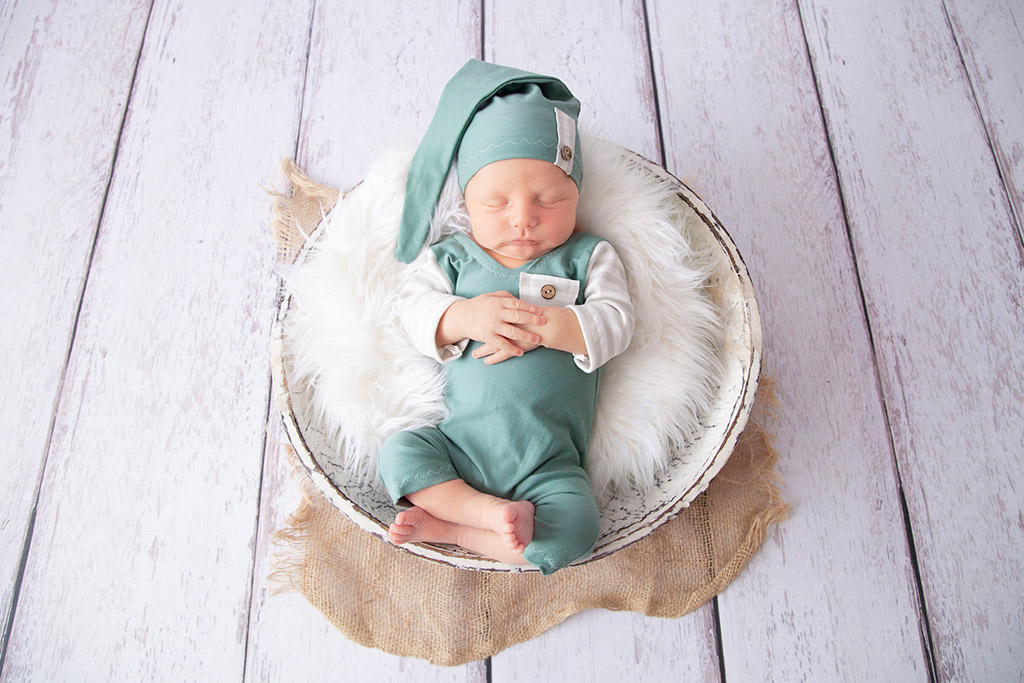 Neugeborene-Baby-Köln-Lohmar-Neugeborenenfotografie-Newborn-Familienfotografie-großerBruder