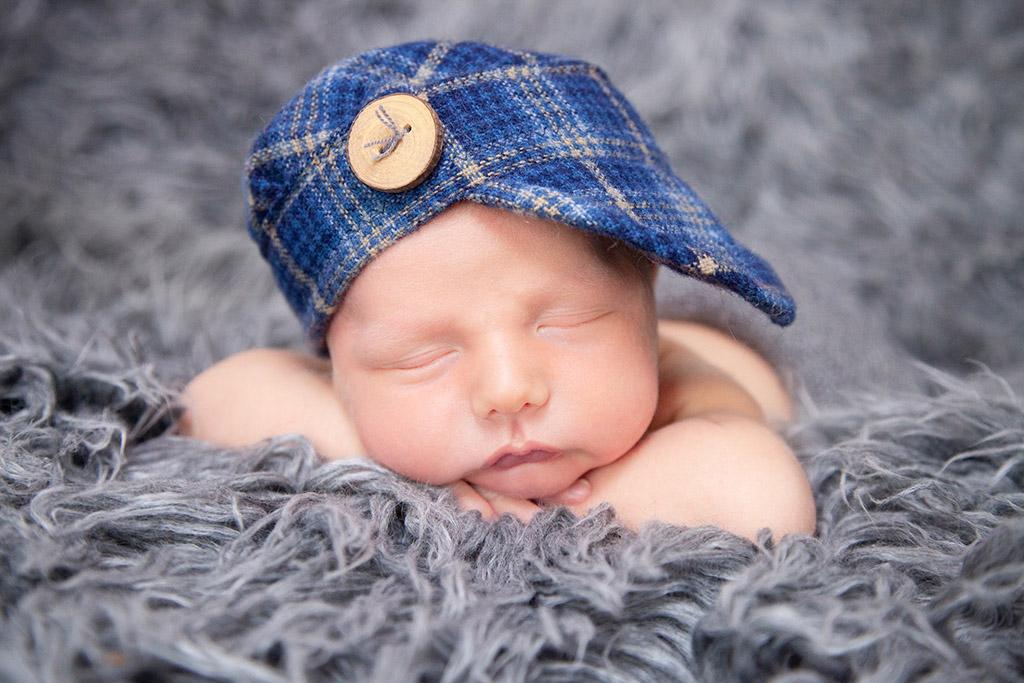 Neugeborene-Baby-Köln-Lohmar-Neugeborenenfotografie-Newborn-Familienfotografie-Capy