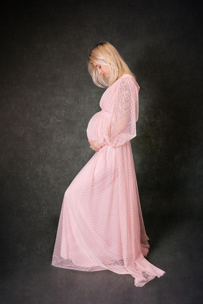 Schöner Babybauch im rosa kleid Mama aus Köln bei mir in Lohmar by Carina Rosen Fotografie