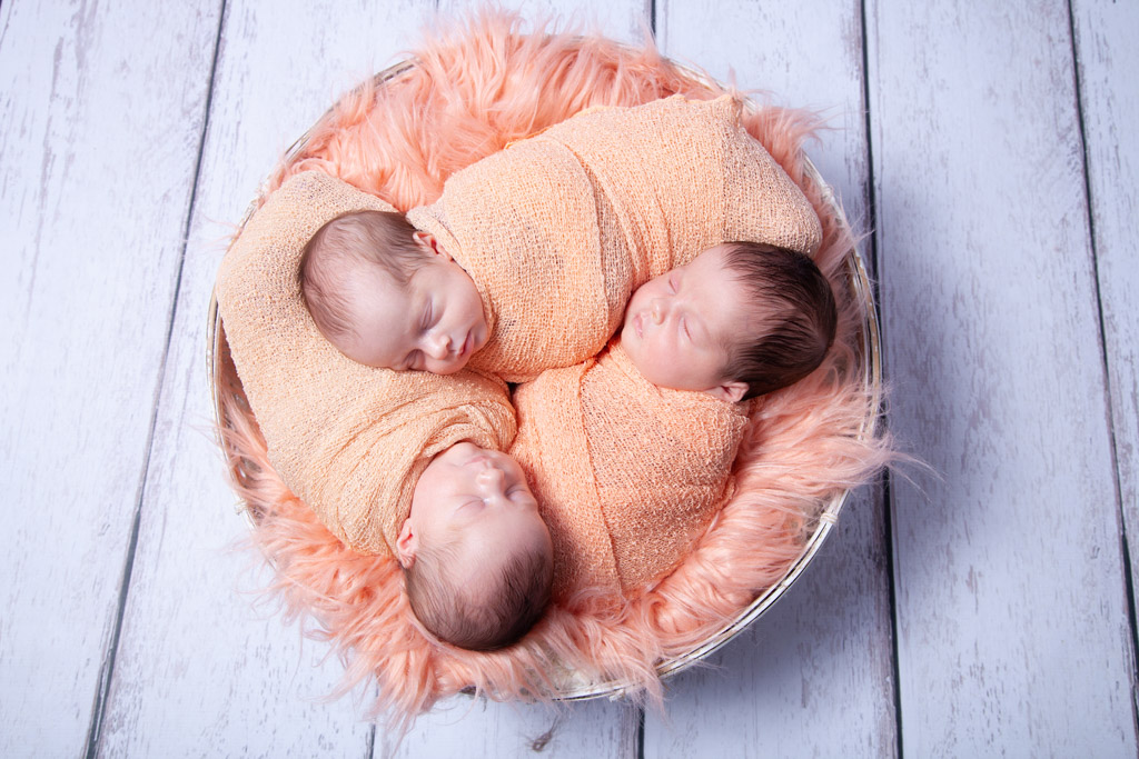 Neugeborene-Baby-Köln-Lohmar-Neugeborenenfotografie-Newborn-Familienfotografie-Drillinge